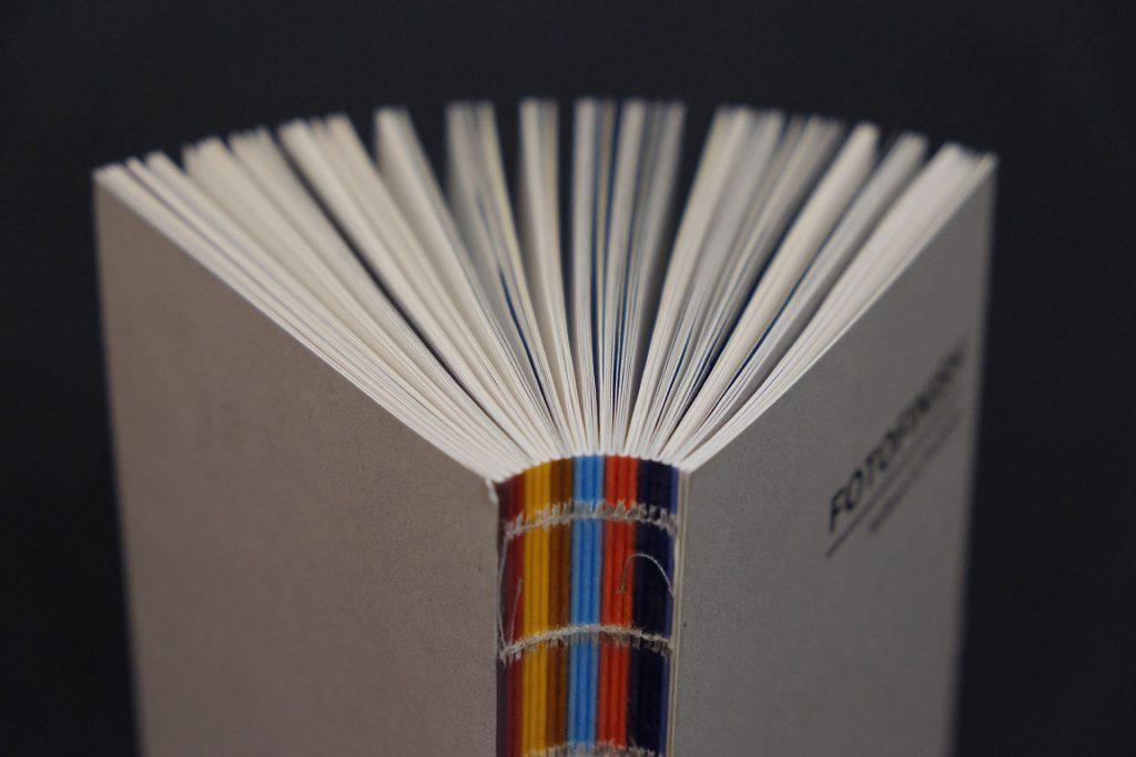 Reliure souple, dos apparent - Copyright Groupe Padovanna