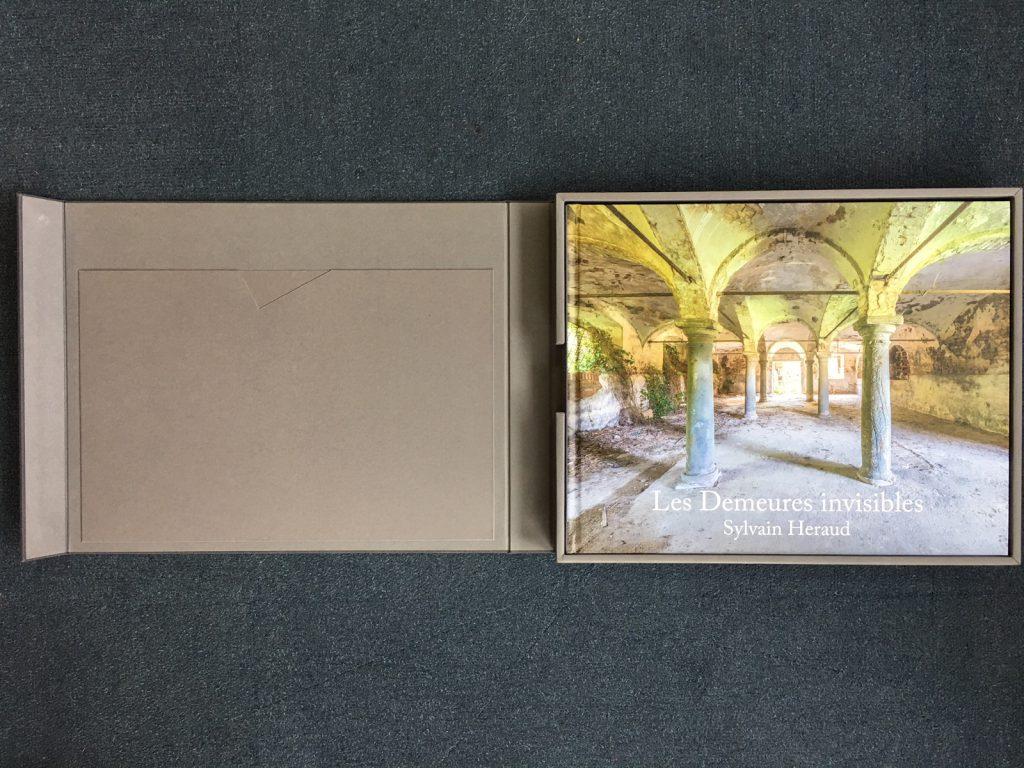 Coffret + livre Les Deumeures Invisibles, Sylvain Héraud, coffret ouvert