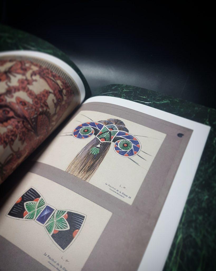 Boucheron, joaillier libre, beau livre, carnet l'art du dessin, broches en mosaique